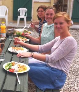 uk students volunteering