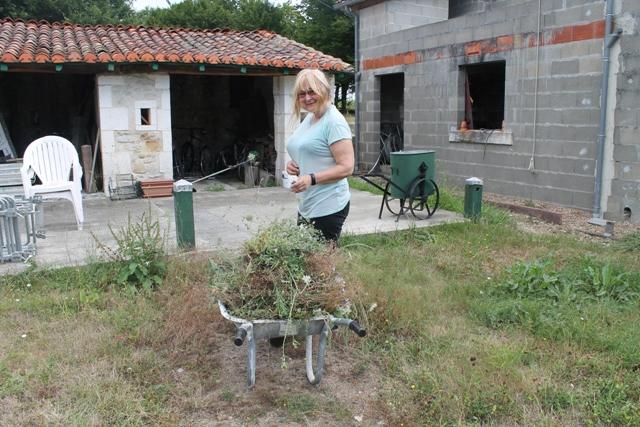 Dagmar from UK is gardening