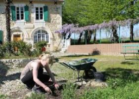 gardening volunteers holiday