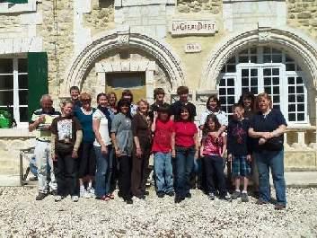 volunteering school group france